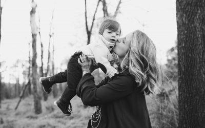 mama wspiera dziecko